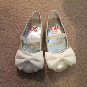 GB Cream Dress Shoes with Bows